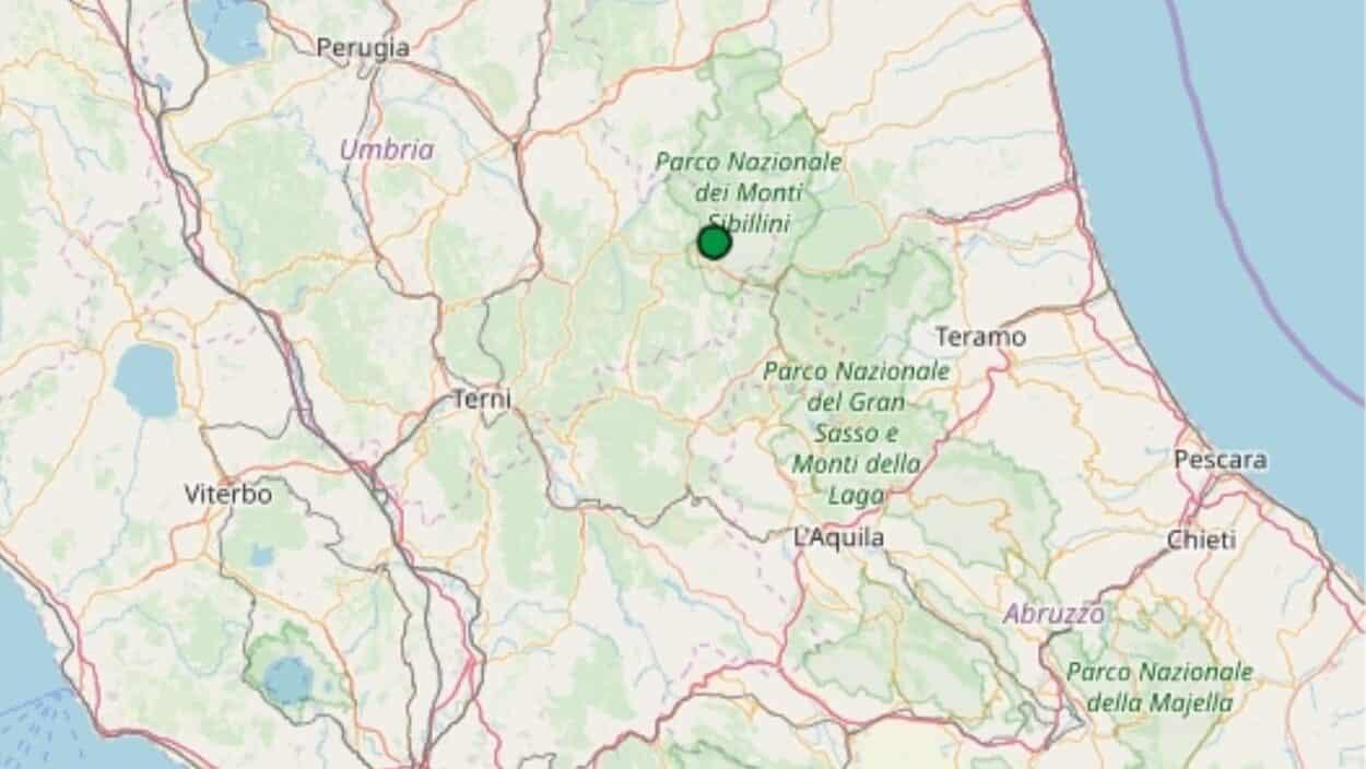 Terremoto oggi, sciame sismico in Umbria, numerose scosse in mattinata, gente per strada