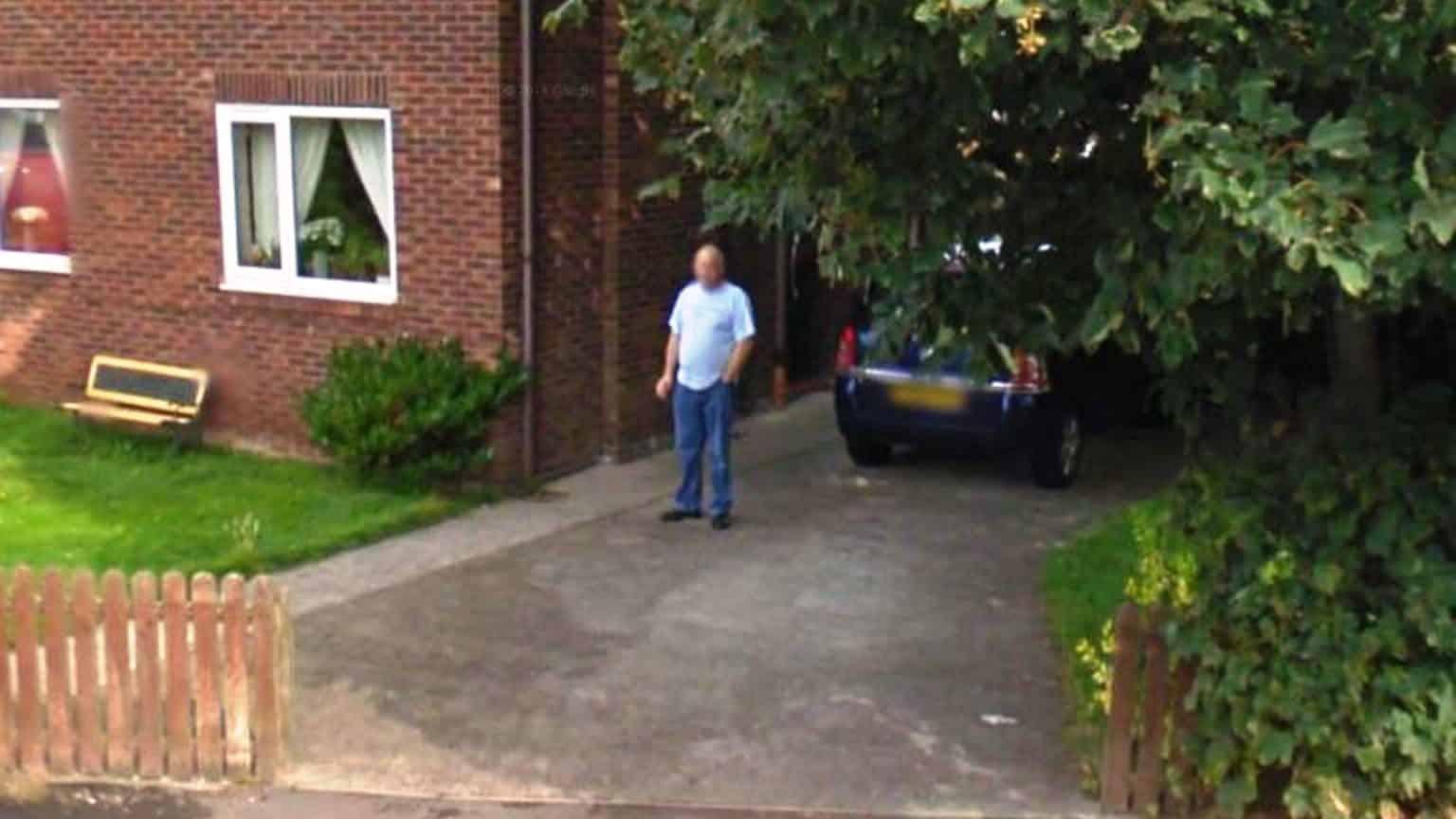 Giuro ho smesso di fumare, ma la moglie scopre su Google Street View che non è vero e chiede il divorzio