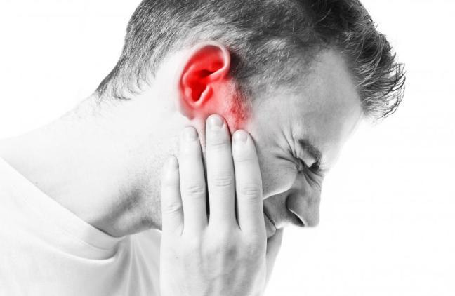 Ha dolori lancinanti all'orecchio per 33 anni, poi scoprono cosa aveva, mai accaduto prima