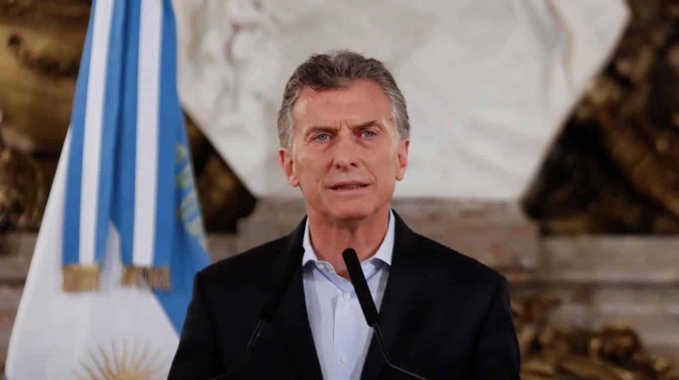 Il Presidente dell'Argentina rischiò di morire soffocato perché al suo matrimonio volle imitare Freddie Mercury