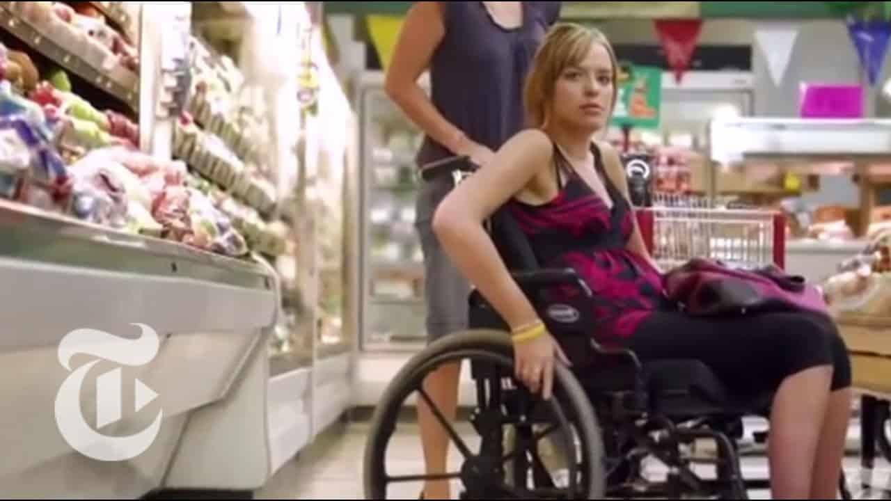 Ragazza di 22 anni mangia un hamburger e rimane paralizzata