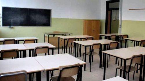 Usa punizione choc di una maestra, fa lapidare un alunno dai compagni perché disturbava in classe