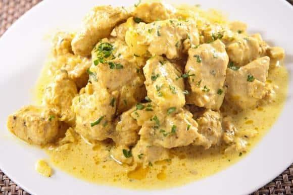 Medico uccide la madre anziana perché non gli aveva cucinato il pollo al curry