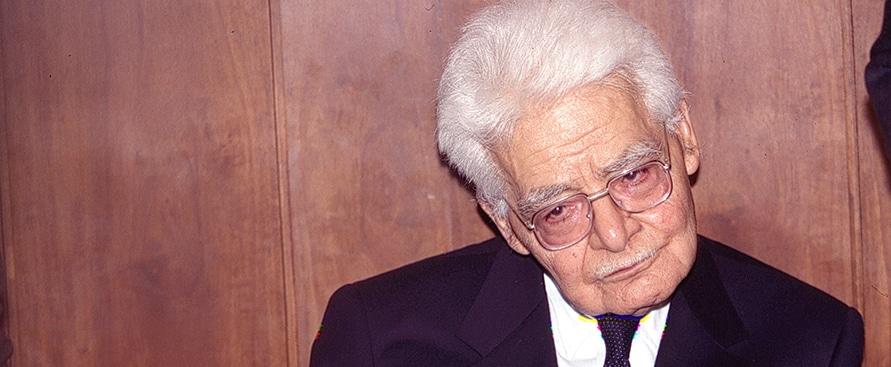 Marco Travaglio spiega, Così hanno truffato Di Bella, il suo metodo è stato sperimentato usando farmaci scaduti e dosi errate