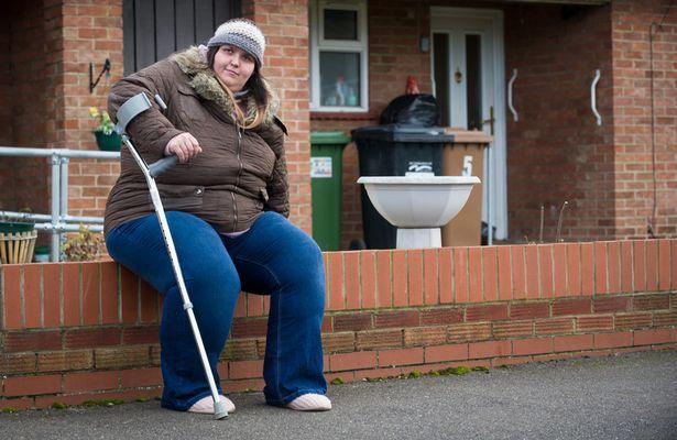 Pesa 175 chili e per i medici deve operarsi per perdere peso, lei rifiuta perché non vuole perdere il sussidio che percepisce da 19 anni