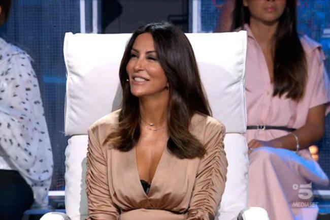 """Sabrina Ferilli, """"pago io avvocato e stipendio al lavoratore licenziato dopo il like a """"Svegliati amore mio"""""""