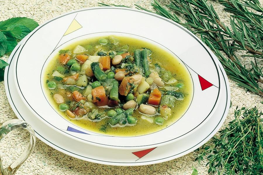 Mangia una zuppa di verdure scaduta da tre settimane e resta paralizzato