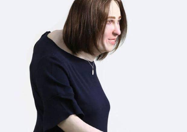 Studio, ecco l'identikit dell'impiegato del futuro, sovrappeso, occhi rossi e schiena curva per troppo lavoro al computer