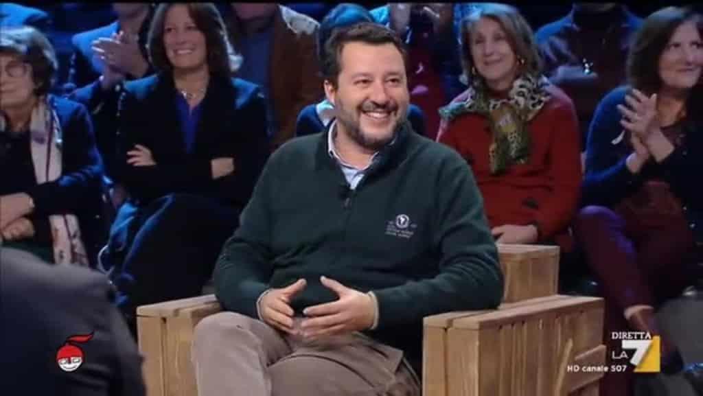 """Di Martedì scontro Floris – Salvini, il giornalista """"Lei questa sera si è presentato in pigiama"""", il leader leghista """"su La7 non sono fortunato la Gruber mi ha detto che vado in spiaggia in mutante"""""""