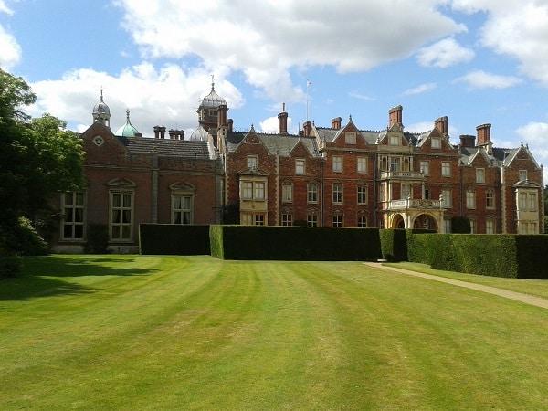 Residenza reale invernale di Sandringham, la Regina Elisabetta ha paura ad andarci perchè il castello è infestato dal fantasma di Lady Diana