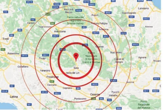 Terremoto in tempo reale oggi , nuove scosse nella zona tra l'Aquila e Frosinone, sciame sismico avvertito anche a Roma, gente per strada e tanta paura