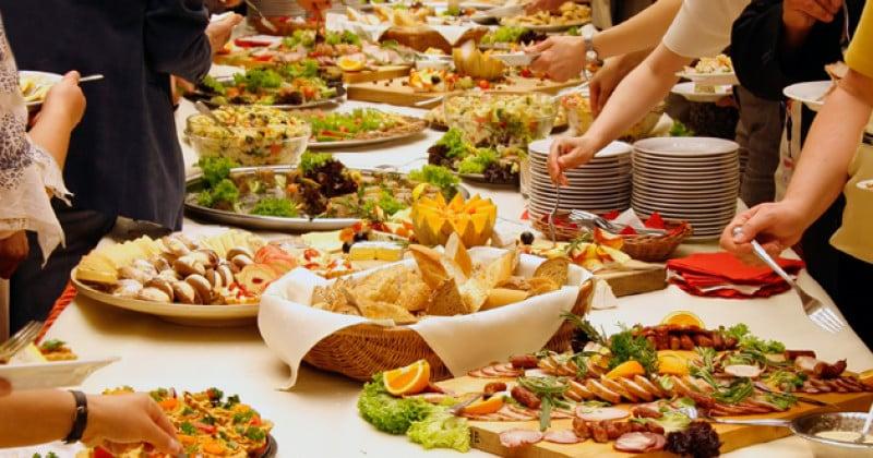 Se si cena in modo abbondante si mette a rischio la salute del  cuore
