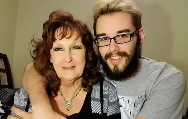 Una coppia è innamoratissima, lui ha 19 anni e lei 72 si sono conosciuti da soli due settimane e si sposeranno a breve