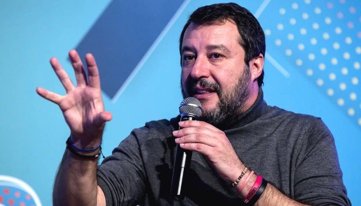 """Salvini a Rimini duro contro il governo """"manca solo la tassa sul selfie dopo si fa dura"""""""
