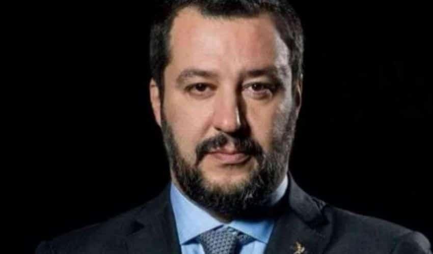 """Salvini sulle sardine, """"La vita è troppo breve per arrabbiarsi, per cui viva sardine, sgombri e pesci palla!"""""""