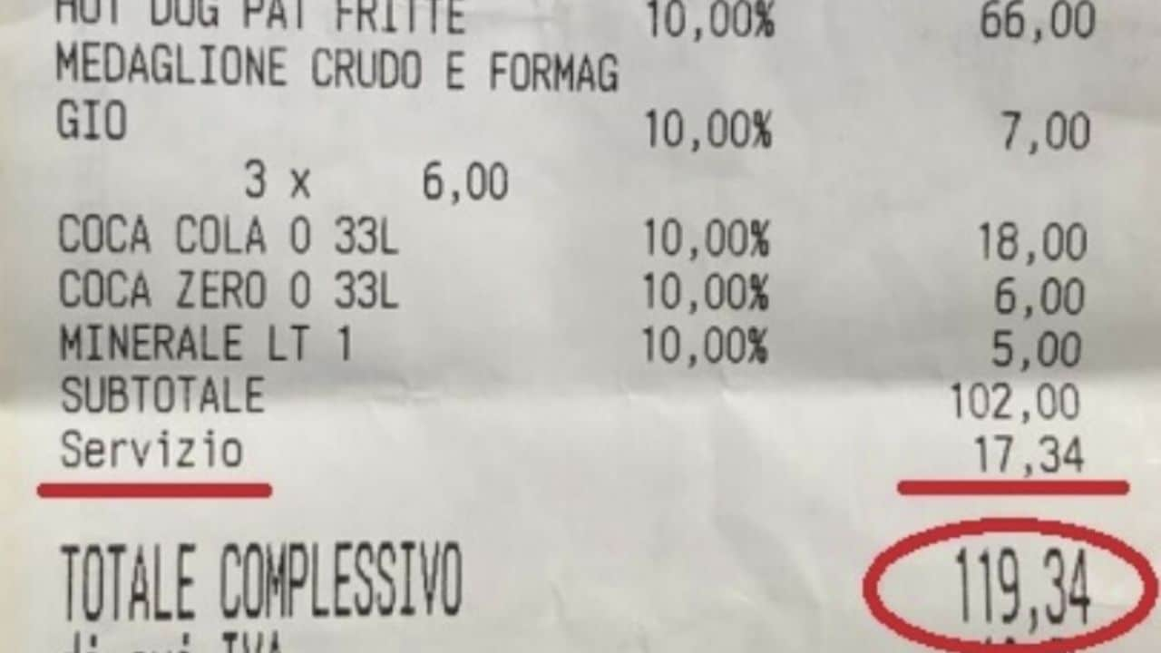 """Roma, famiglia pugliese paga 120 euro per 4 panini e 4  lattine di Coca Cola, il proprietario di un bar """"Siamo vicini al Vaticano e qui tutto costa"""""""