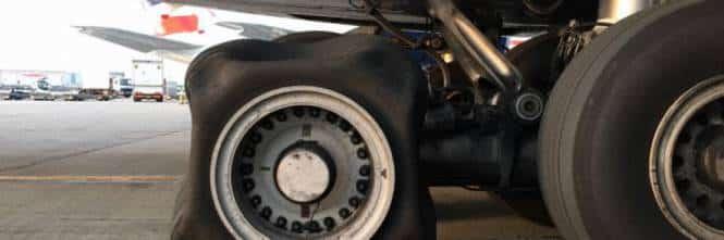 Aereo decolla con le ruote che non hanno problemi ma atterra con una ruota quadrata, per gli esperti è un mistero
