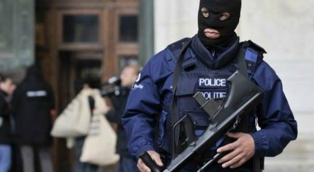 Ladro seriale arrestato per 40 volte, appena uscito dalla galera viene assunto dalla Polizia