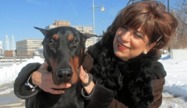 Ha un tumore al seno a scoprirlo è Troy, il suo cane che le salva la vita