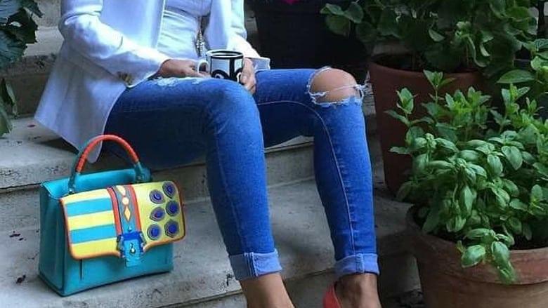 35enne ricoverata d'urgenza perché indossava jeans troppo stretti e aderenti