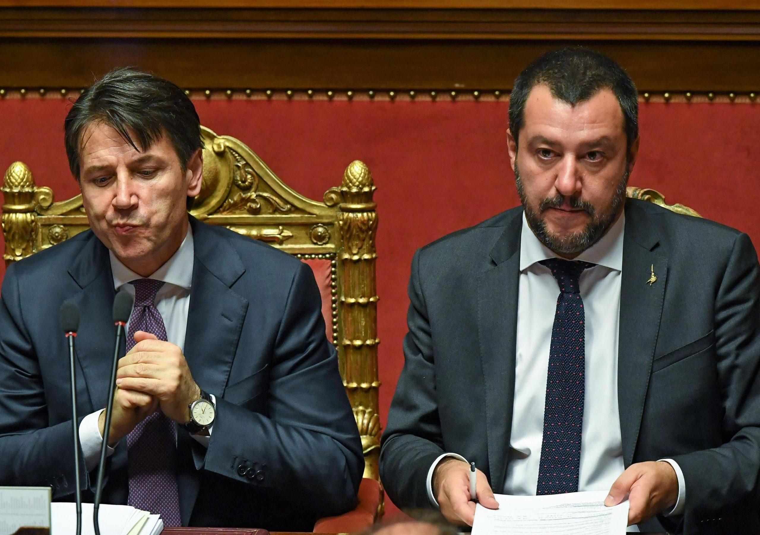 """Matteo Salvini fa a pezzi Giuseppe Conte """"Molla un ministro? Ne mettono due! L'amore per le poltrone di questi impostori è senza limiti"""""""