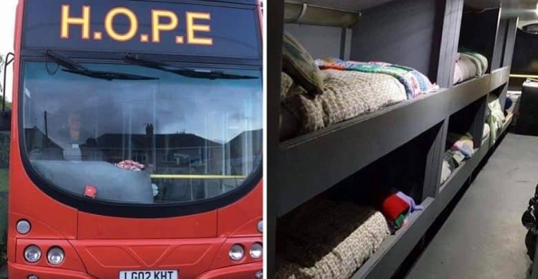 Comprano un autobus e lo fanno diventare un posto accogliente per senza fissa dimora