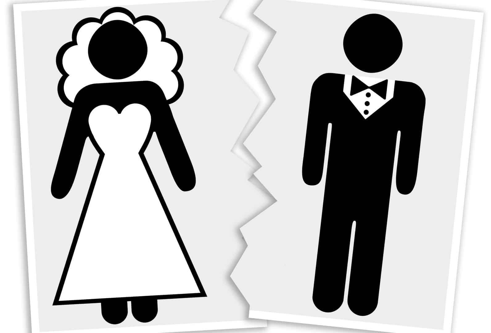 Avvocato riceve coppia di clienti che vuole divorziare ma capisce che si amano ancora e allora da loro un questionario da compilare