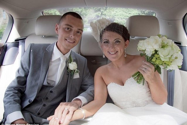 Il marito scopre di avere pochi mesi di vita per un cancro, negli ultimi giorni di vita realizzata tutti i sogni della giovane moglie