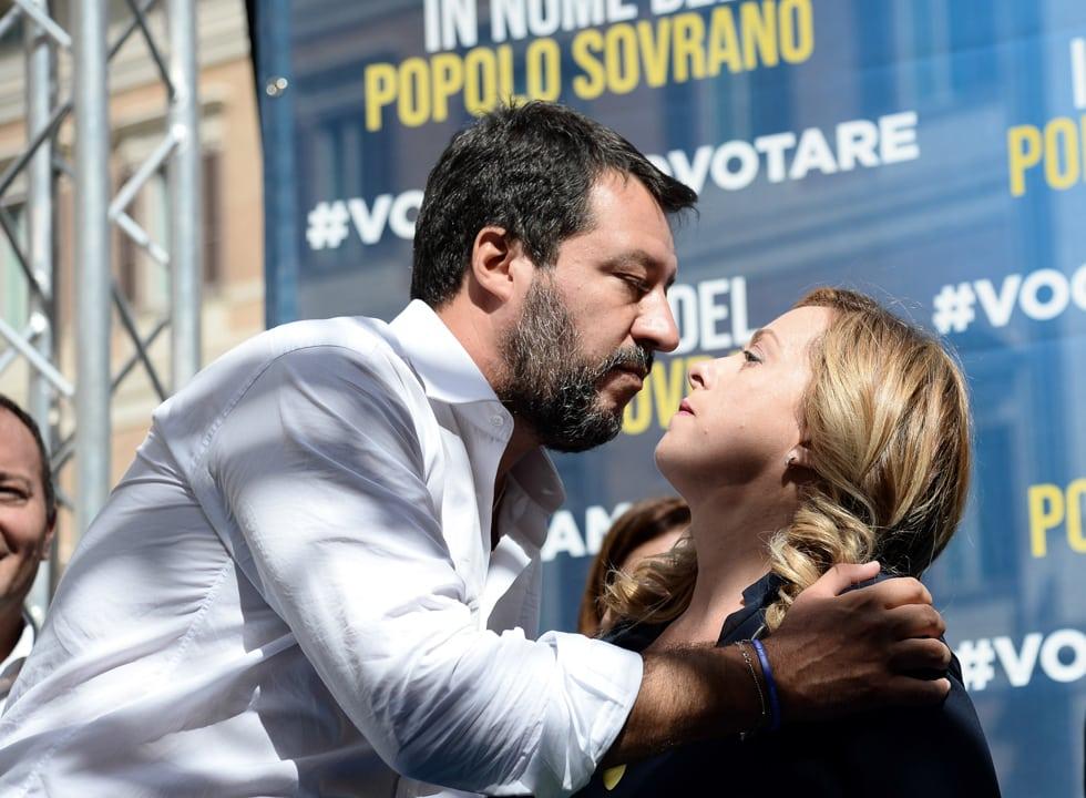 Giorgia Meloni risposta pronta a Pietro Senaldi a Stasera Italia su chi è più di destra tra lei e Salvini