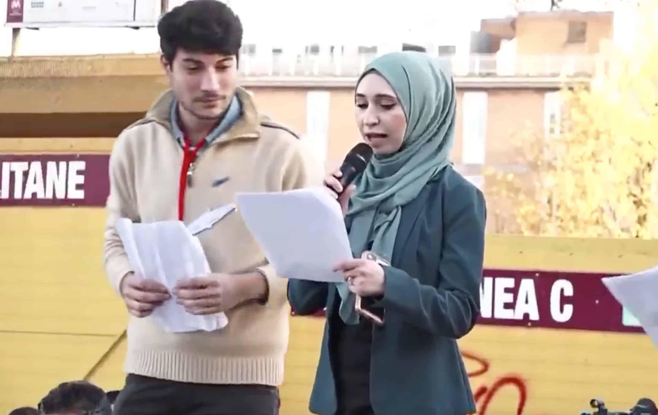 """Roma, sul palco le sardine con il velo, Nibras ragazza palestinese si scaglia contro Salvini, """" E' stupido e ignorante, chi lo vota mi fa pena"""""""