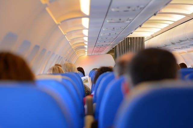 Sul volo Zurigo – Punta Cana un passeggero diventa violento con una hostess,intervengono i passeggeri e lo legano