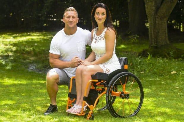 Ha un incidente e resta paralizzata, il marito dopo cinque giorni decide di lasciarla e poi accade l'incredibile