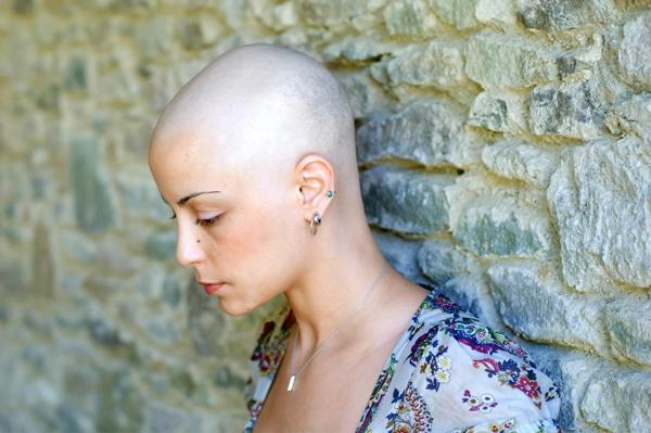 Donna malata terminale di cancro viene miracolosamente salvata dalla moglie dell'ex marito