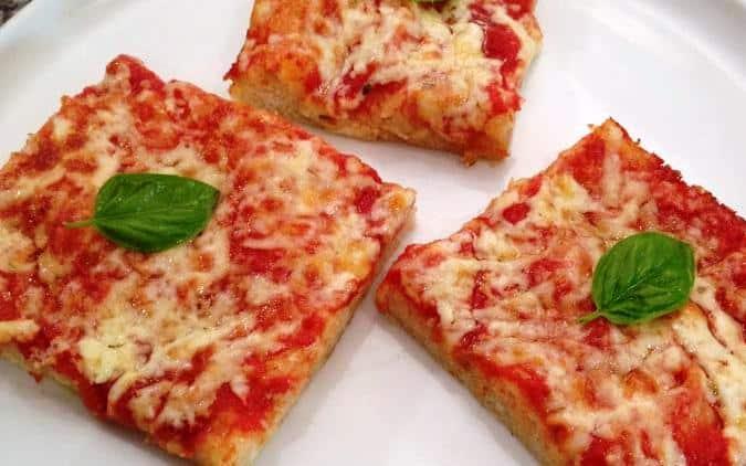 Decide di rubare una pizza per figlio piccolo affamato ma poi la paga tredici anni dopo con gli interessi