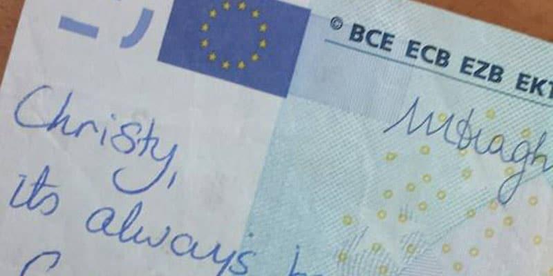 Due ex riescono a ritrovarsi per una dedica scritta su una banconota da 20 euro