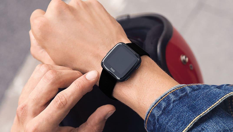 Scopre il tradimento del fidanzato grazie a Fitbit un braccialetto che segnala i passi