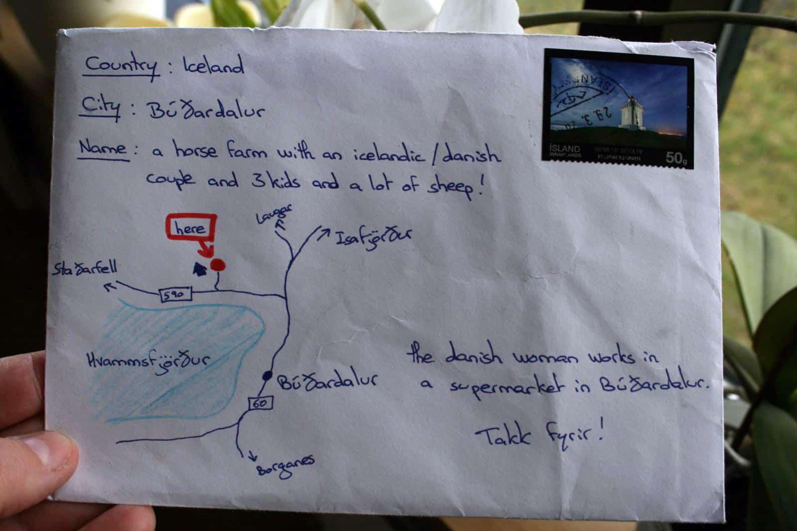 Deve spedire una lettera, non ricorda l'indirizzo e disegna una mappa sulla busta e la lettera viene consegnata