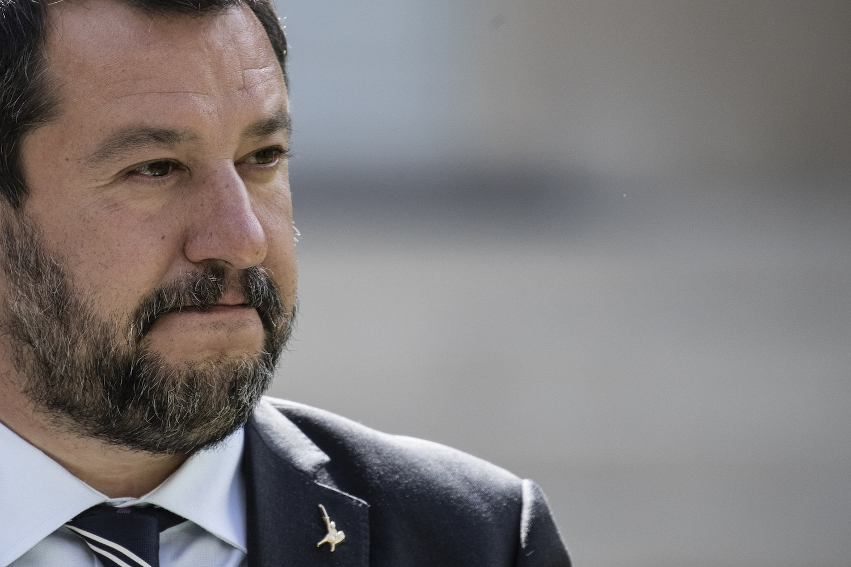 """Matteo Salvini, pronto al governo di unità nazionale e poi al voto """"Noi vogliamo che l'Italia riparta. Con Conte non riparte""""."""