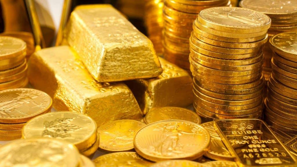 Trova in una casa appena eredità una scatola piena di monete d'oro per un valore totale di 3,5 milioni di euro