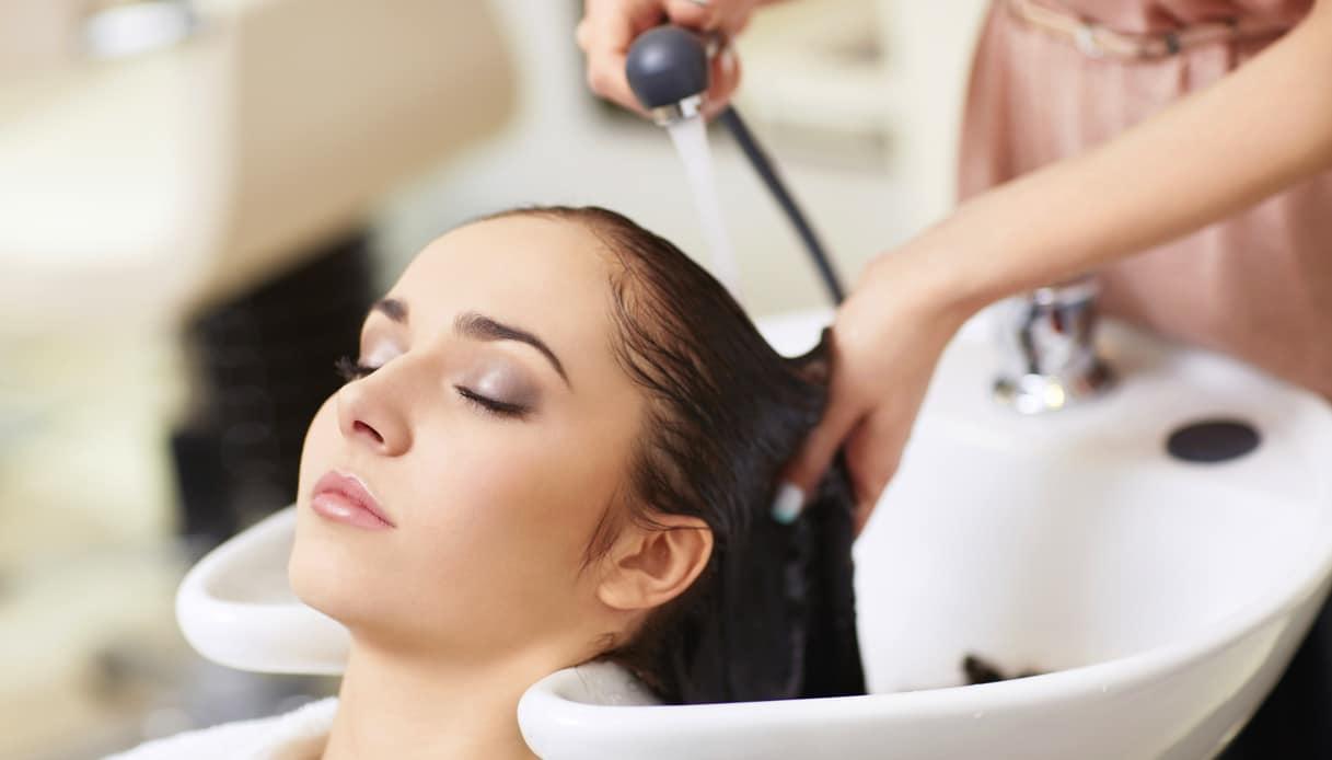 Usa, 150 persone potrebbero aver contratto il virus per essere andate dal parrucchiere per rifarsi il look post-lockdown
