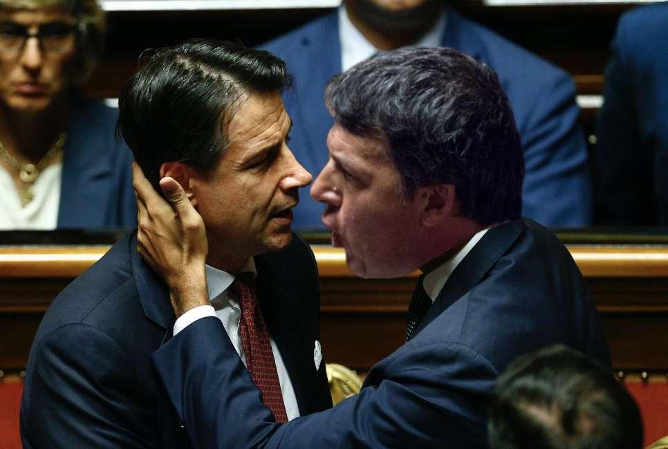 Ultimi sondaggi politico elettorali, lo scontro tra Conte e Renzi per la maggioranza degli italiani è una farsa