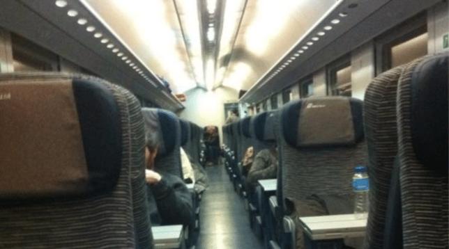 Psicosi da Coronavirus in Italia, tossisce in treno e gli altri passeggeri costringono il macchinista a fermare il convoglio