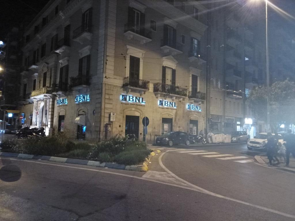 Coronavirus a Bari, dipendente della Bnl di Piazza Garibaldi presunto positivo al virus, chiuse quattro filiali nella città