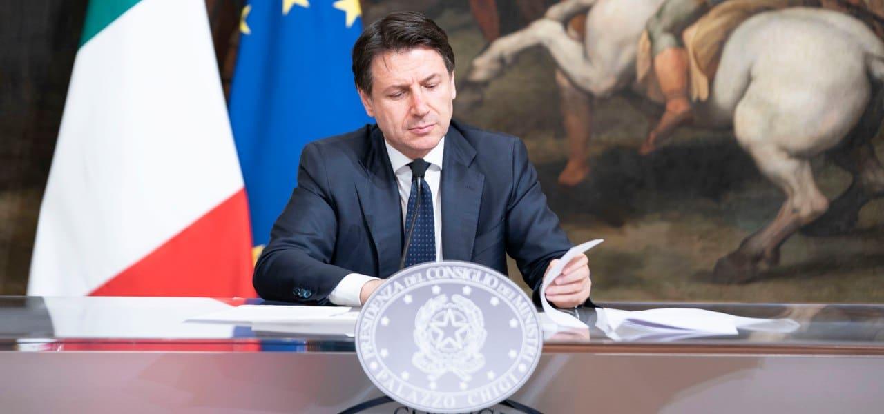 """Emergenza Covid-19, Giuseppe Conte """"Subito buoni spese per gli italiani in grave difficoltà, saranno i comuni a erogarli"""""""