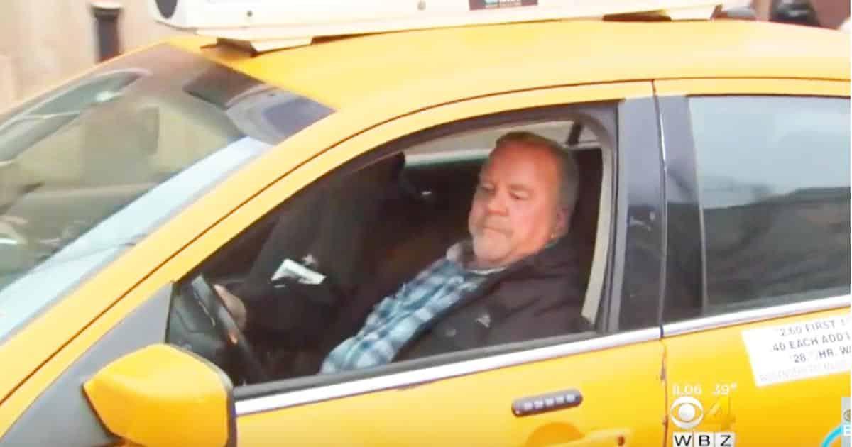 Una nonna sale sul taxi e durante il tragitto racconta al tassista dove sta andando, il tassista capisce che qualcuno le sta per fare del male e la porta dalla polizia