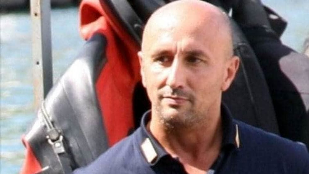 Bari, il poliziotto Andrea Cozzani è morto, aveva 52 anni, aveva avuto un malore durante la visita del Papa nel capoluogo pugliese