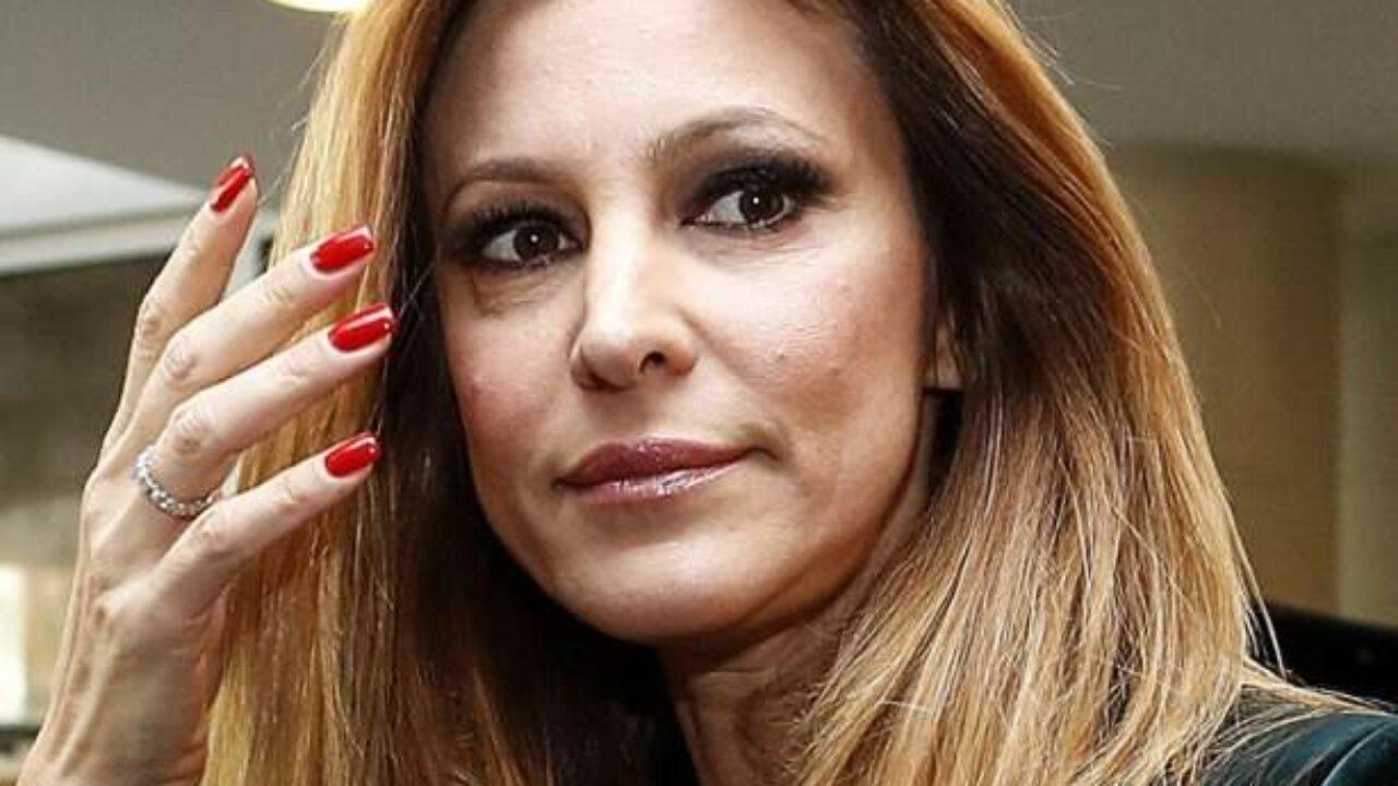 GF Vip, Adriana Volpe in lacrime decide di lasciare e Alfonso Signorini decide di dire il motivo