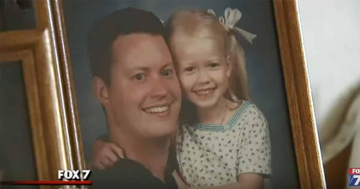 L'ex moglie sparisce nel nulla con la figlia di 4 anni, 12 anni dopo, il papà riceve una chiamata che gli cambierà per sempre la vita