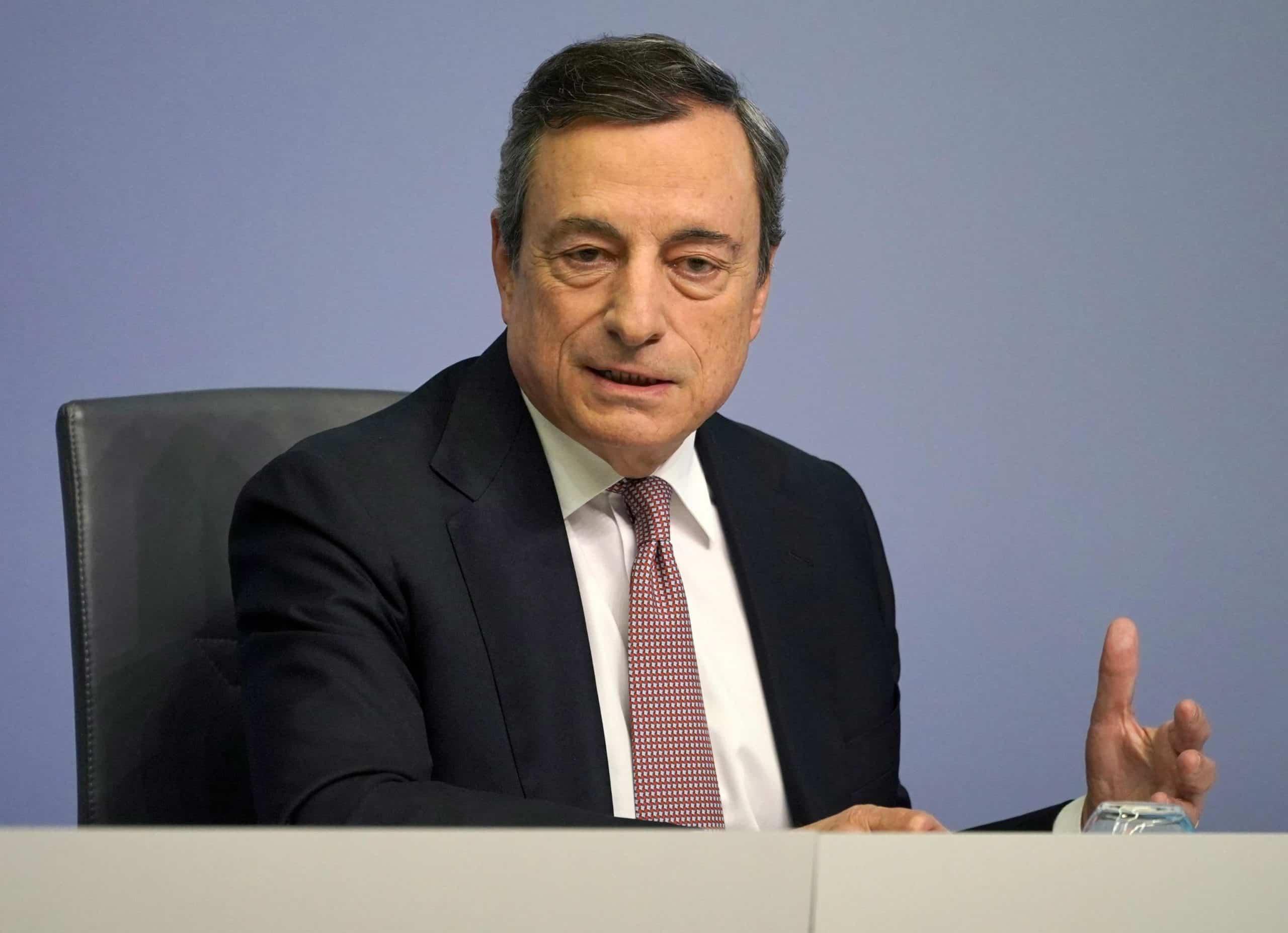 """Coronavirus, Mario Draghi: """" Una tragedia di proporzioni bibliche, immettere subito liquidità nel sistema """""""