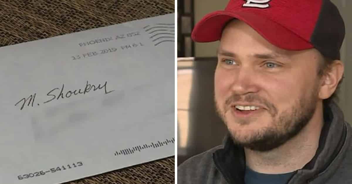 Un uomo si ammala e l'unico lavoro che può fare è vendere da casa oggetti on line fino a quando un cliente gli scrive una lettera